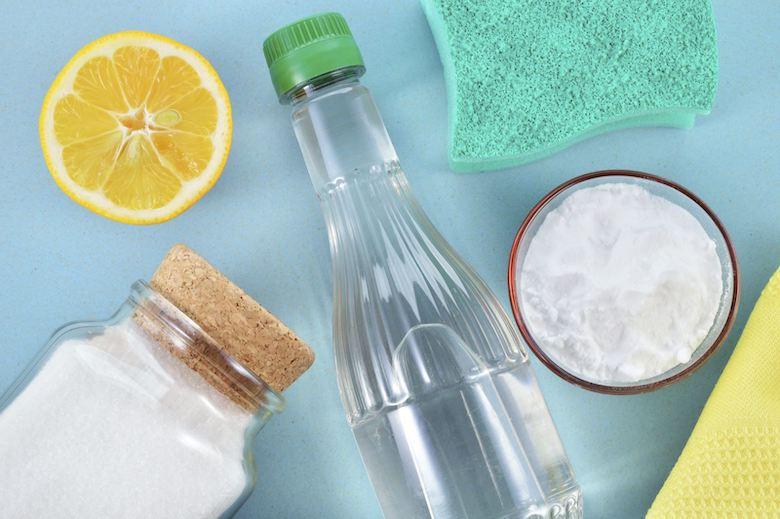 Sử dụng giấm trắng để khử mùi tủ lạnh